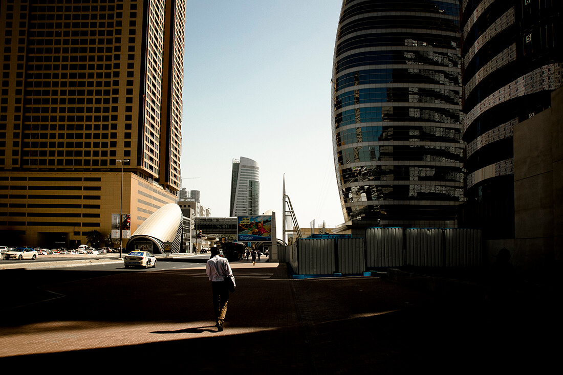 tony-daoulas-streetphotography-chasing-light-14