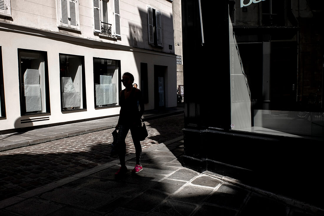 tony-daoulas-streetphotography-chasing-light-19