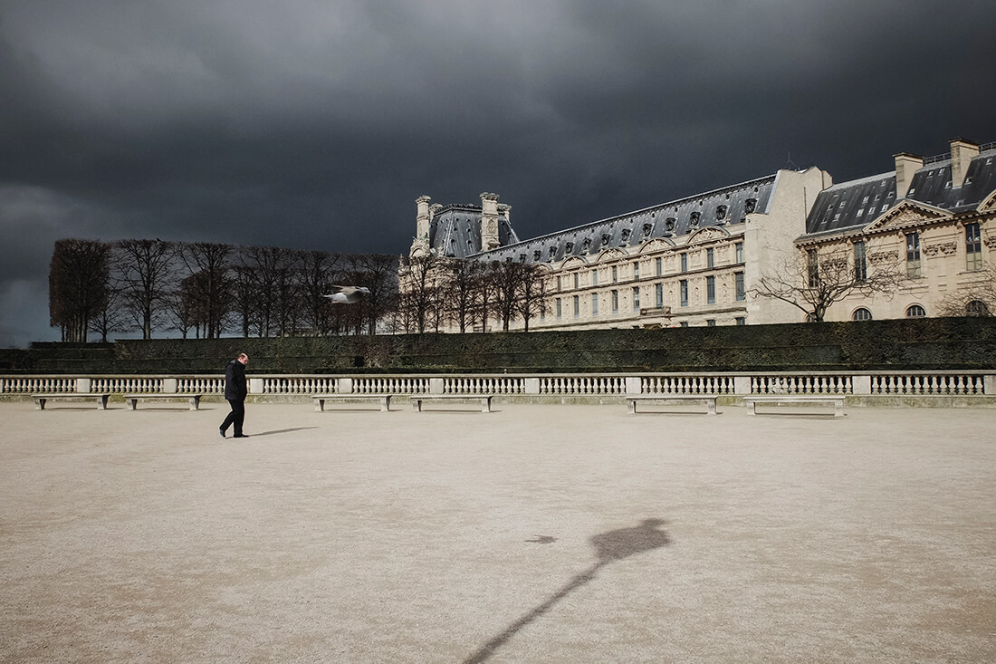 tony-daoulas-streetphotography-chasing-light-9