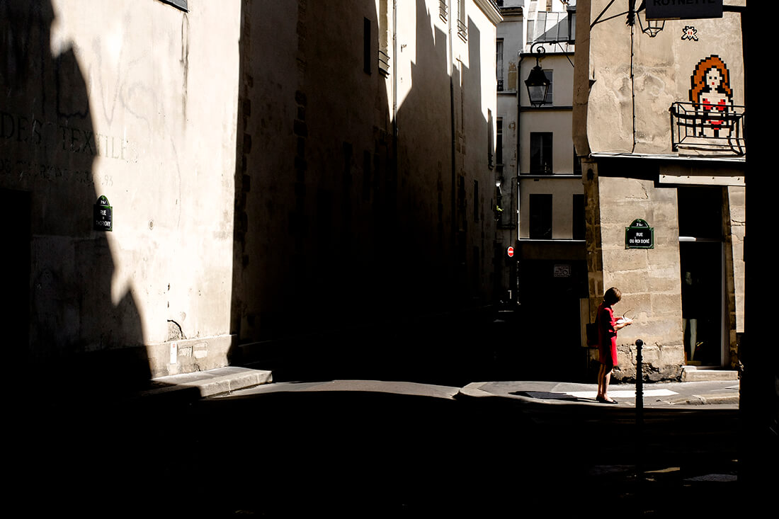 tony-daoulas-streetphotography-chasing-light-16