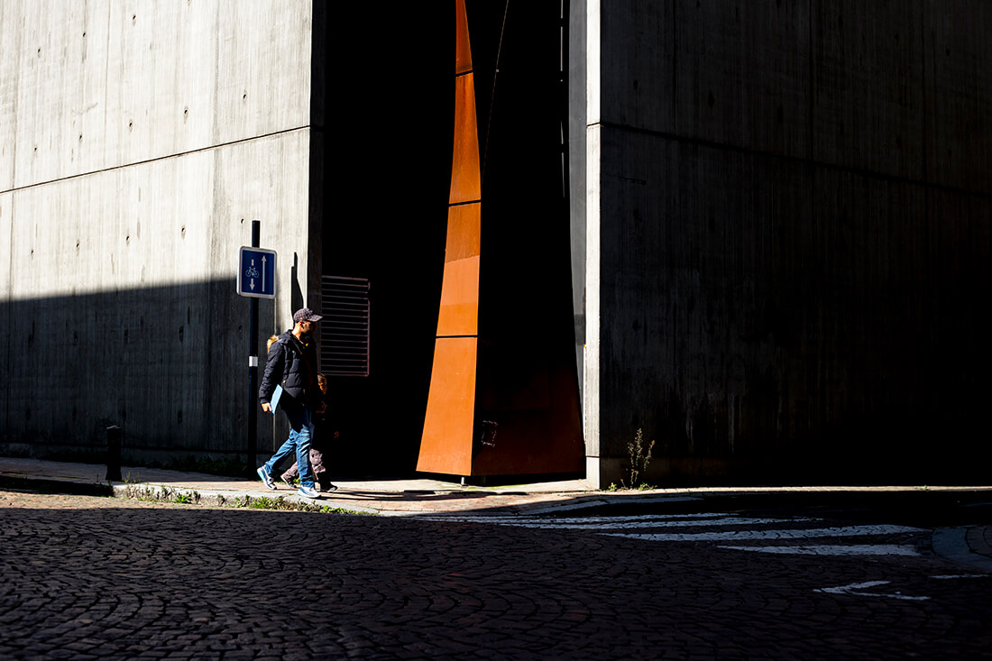 tony-daoulas-streetphotography-chasing-light-18