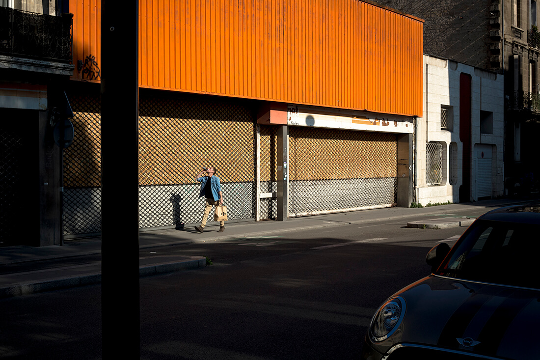 tony-daoulas-streetphotography-chasing-light-4